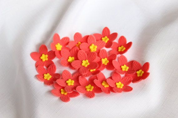 50 Hawaiian tropical edible fondant Flowers door InscribingLives