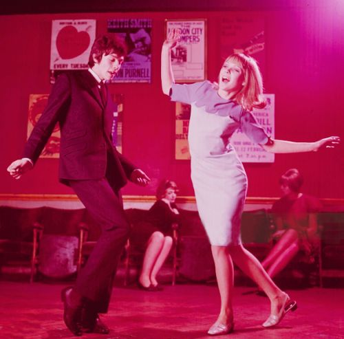 A young mod-style couple dance together in a London nightclub circa 1965.