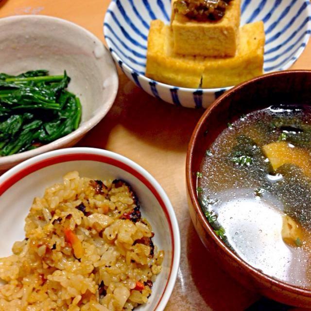 どうしてもかやくご飯が食べたくなった - 5件のもぐもぐ - かやくごはん、ほうれん草のお浸し、厚揚げネギ味噌、ワカメの味噌汁 by ryochanmama