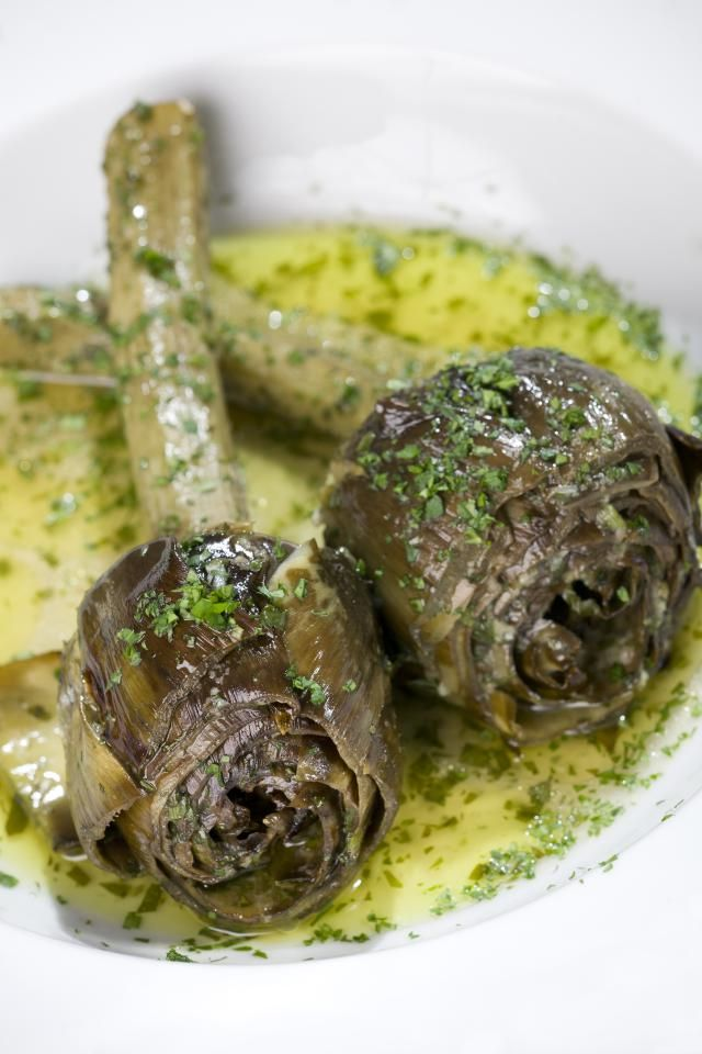 A recipe for traditional Roman-style stuffed and braised artichokes.