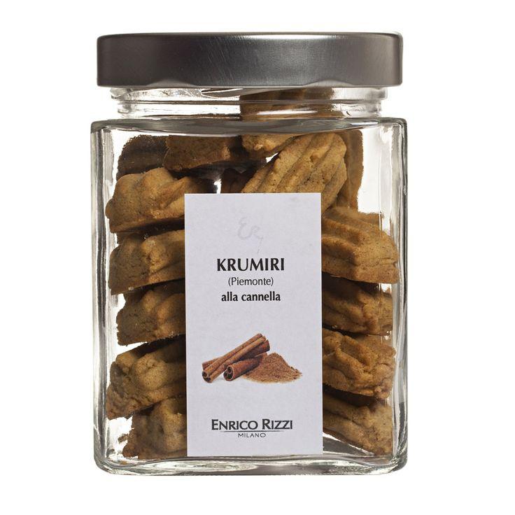 La pastafrolla dei krumiripiemontesi si arricchisce delle sfumature speziate della cannella, per un connubio sfizioso in cui un biscotto tira l'altro.