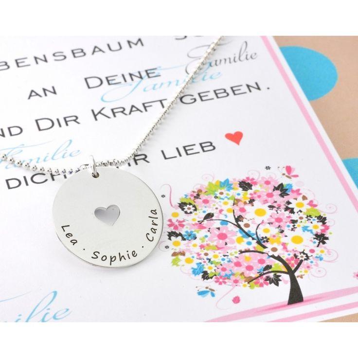 Wunderschöne Kette aus 925er Sterling Silber graviert mit Ihren Wunschnamen bzw. Wunschtext. In der Mitte ist ein kleines Herz ausgeschnitten. Das Schmuckstück wird in einer nach Ihren Wünschen personalisierten Geschenkbox verpackt.