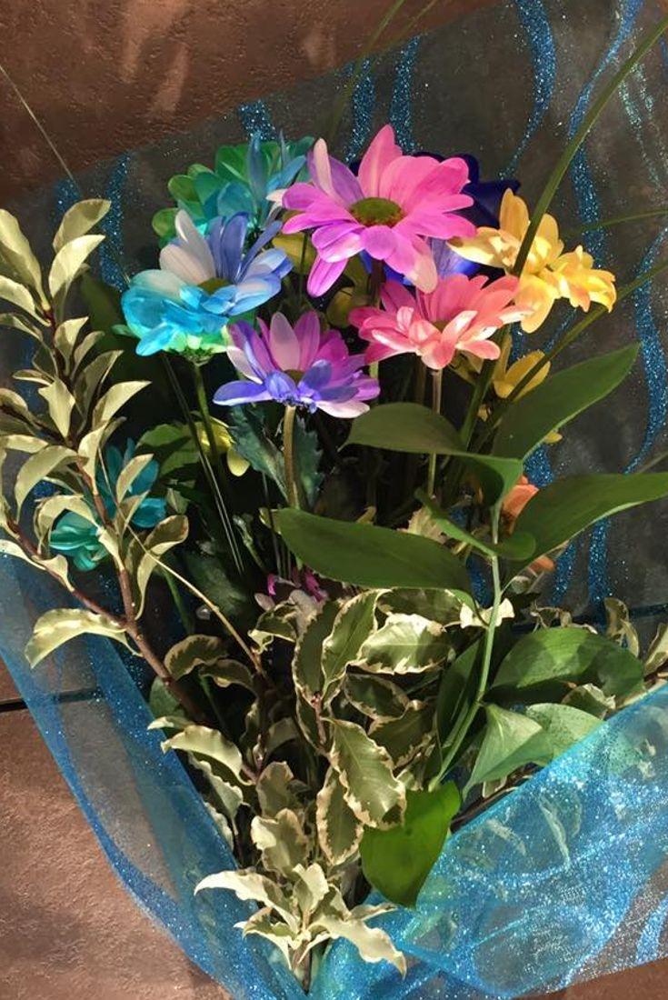 Un mazzo di fiori color arcobaleno! #fiori #fiorito #colori #vivacità #arcobaleno