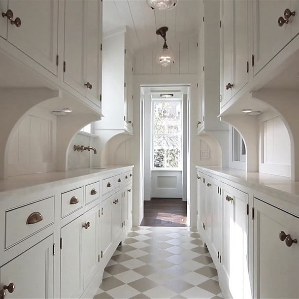 BUTLER'S PANTRY | WETBAR | @robynhoganhomedesign | Robyn Hogan Home Design | Shiplap Ceiling and Walls, Board and Batten, Shaker Cabinetry, Unlacquered Brass, White Marble