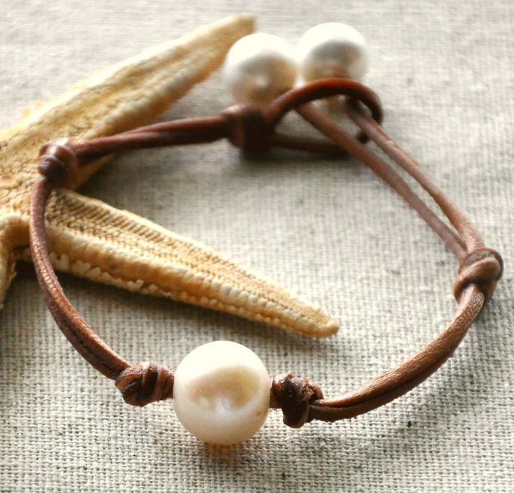 Fresh water pearl and leather bracelet