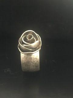 Idylliz : 227. Ringen met roos, ring met bloem. Zilver.