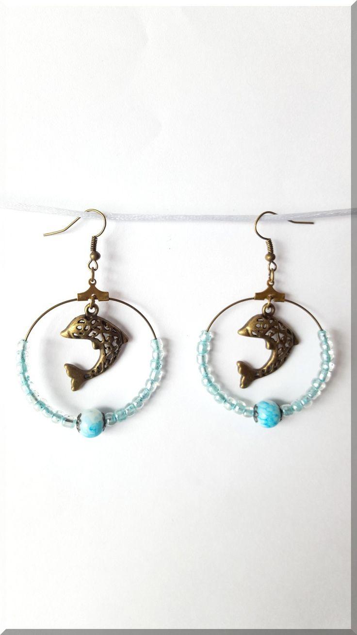 Boucles d'Oreilles dauphin perle marbrée bleue et blanche et perles de rocaille bleu : Boucles d'oreille par aliciart