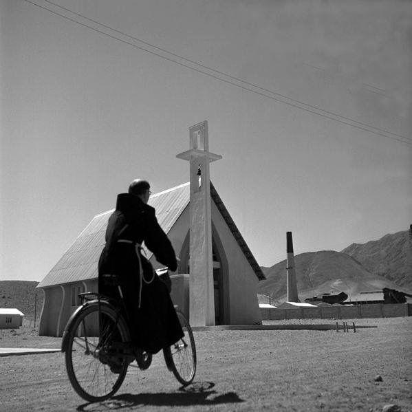 Chile, Copiapo. Vista de la Iglesia San Sebastián de Paipote, Tierra Amarilla, Copiapo. año 1950