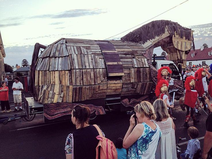 @gilbatron @portfairypics and best float goes to... The Trojan Horse by the length of the straight. #moyneyana #parade #nye #effort #portfairy by daymow1