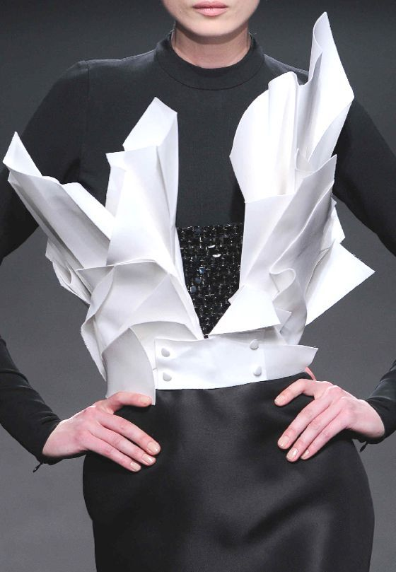 Origami Fashion - like folded paper... 3D sculptural structure; art meets fashion design // Stéphane Rolland Haute Couture