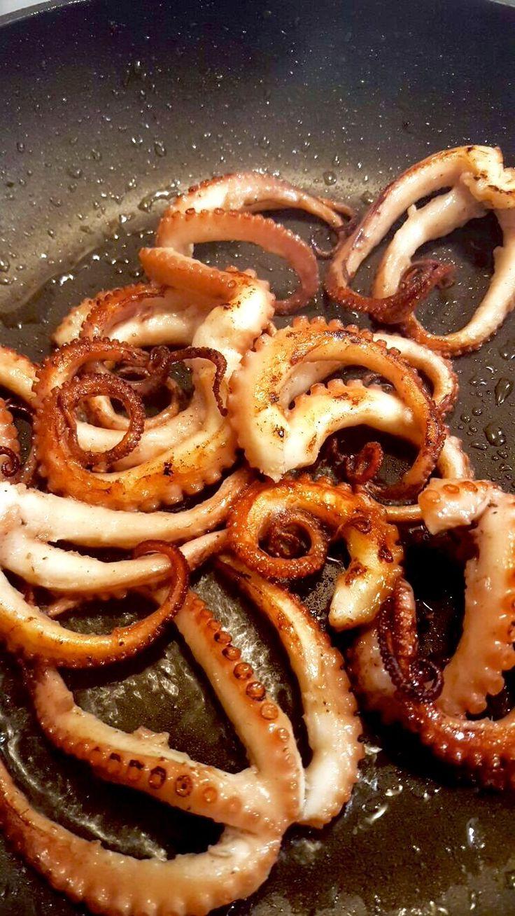 Pulpo gegrillt mit Linguini und Tomatensauce. Pulpo bzw. Tintenfisch zubereiten ist eigentlich ganz einfach, und schmeckt genial!   #Pulpo #Tintenfisch #Grillen #Pasta #Rezepte