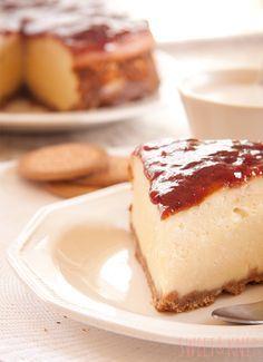 Hoy os quiero enseñar la receta de la mejor tarta del mundo mundial...mmmm...tarta de queso,sin duda alguna mi favorita entre todas. Además...