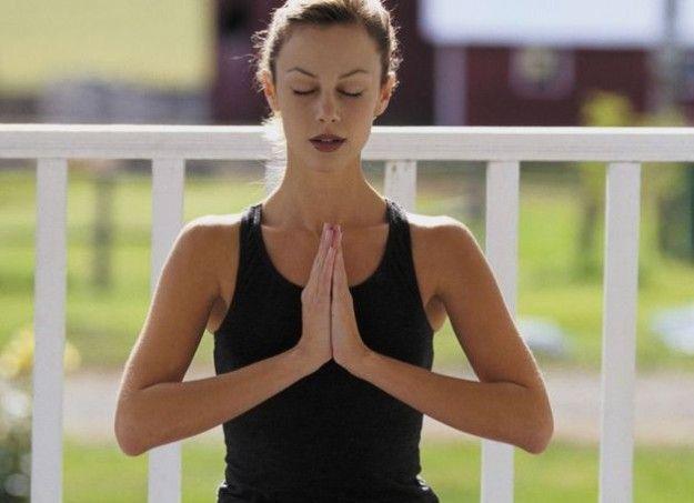 Yoga: esercizi e posizioni da fare a casa [FOTO]
