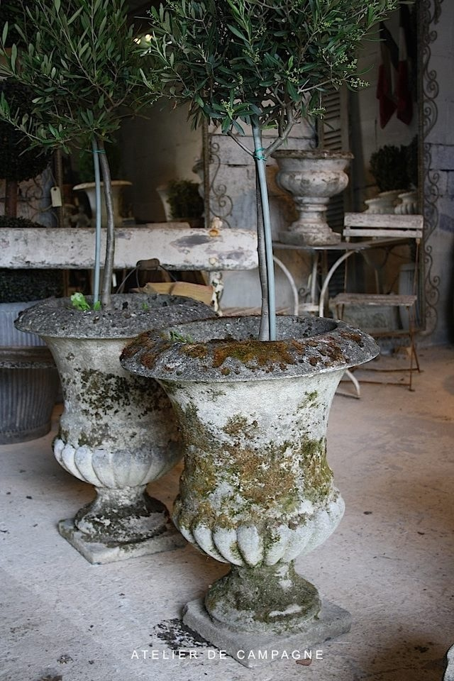 Urns from atelier de campagne