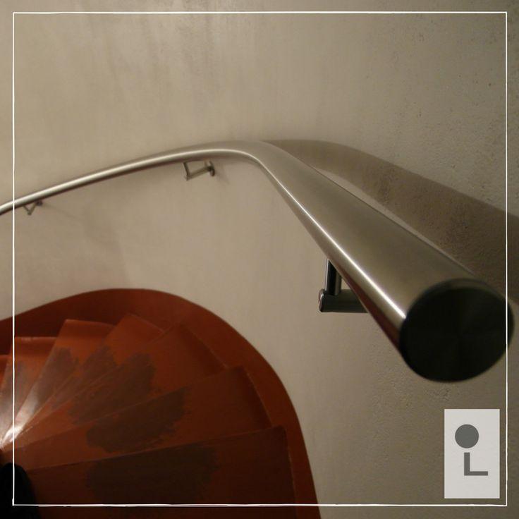 Trapleuning gebogen met muur mee #spil #maatwerk #design #lumigrip