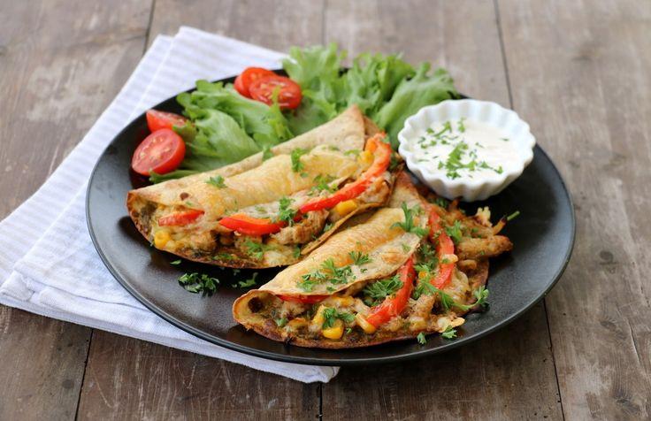 Heisann alle sammen! Idag har eg eit smakfullt middagstips til dere som passer like godt kvardag som helg.Enkelt å lage og tilberede, kan varieres etter smak, sunt og veldig godt: Quesedillas med kylling og pesto! Håper det frister: Quededilla med kylling og pesto, 2 porsjoner 4-6 lomper 4 ts grønn pesto (heimelaga oppskrift her!) 2 …