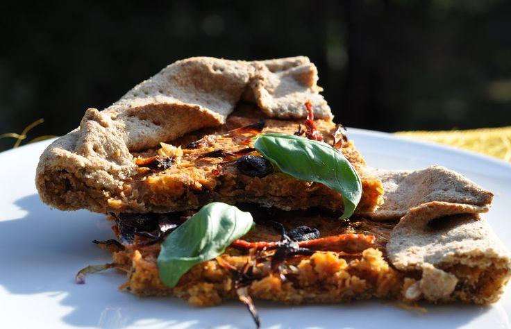 Parole Vegetali: Torta salata al basilico con crema di ceci, pomodori secchi e olive