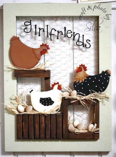 home decoratie-kijkkast-lijst van hout met gaas, kippen en eitjes