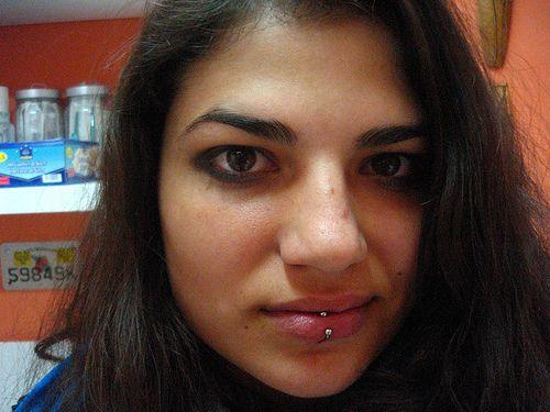 Piercing en el labio Pupa tattoo Granada