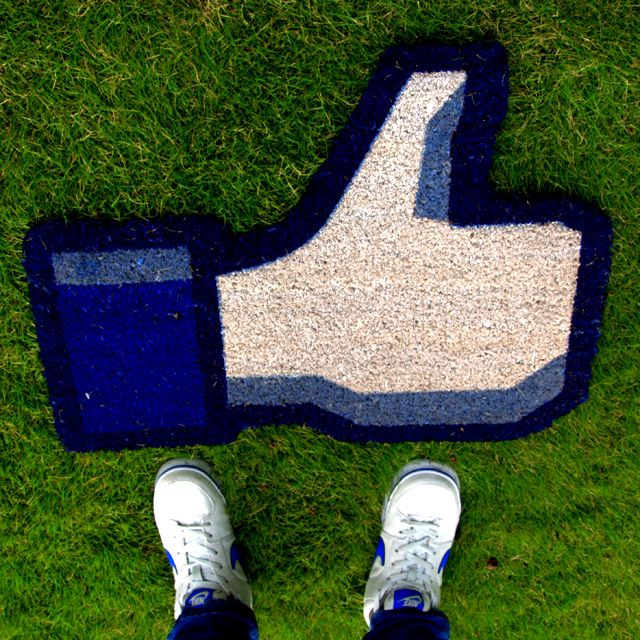 """A great gift for that friend who is addicted to """"phubbing"""" . The Like mat is hard to Unlike"""
