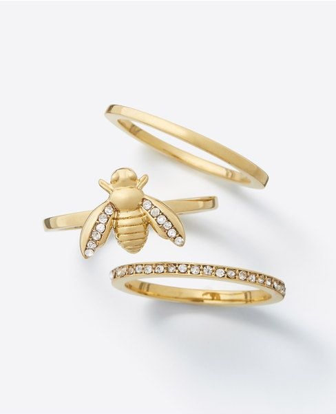 The cutest Bumble Bee Ring Set ever. A perfect gift for your mom, BFF, or boss. #stackablerings #rings #bumblebees