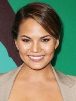 15 Recipes We Want To See In Chrissy Teigen's New Cookbook #refinery29  http://www.refinery29.com/2014/11/78189/chrissy-teigen-cookbook-recipes#slide-2  Tuna salad with red onions and dijon over spinach, tomato, and avocado with lemon-garlic vinaigrette....