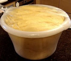 Τα τσουρέκια είναι μεγάλο θέμα... Ψάξιμο ετών για τη καλύτερη συνταγή... Αναλογίες, φούσκωμα, ζύμωμα, αναμονή να φουσκώσει... Τελικά εδ...