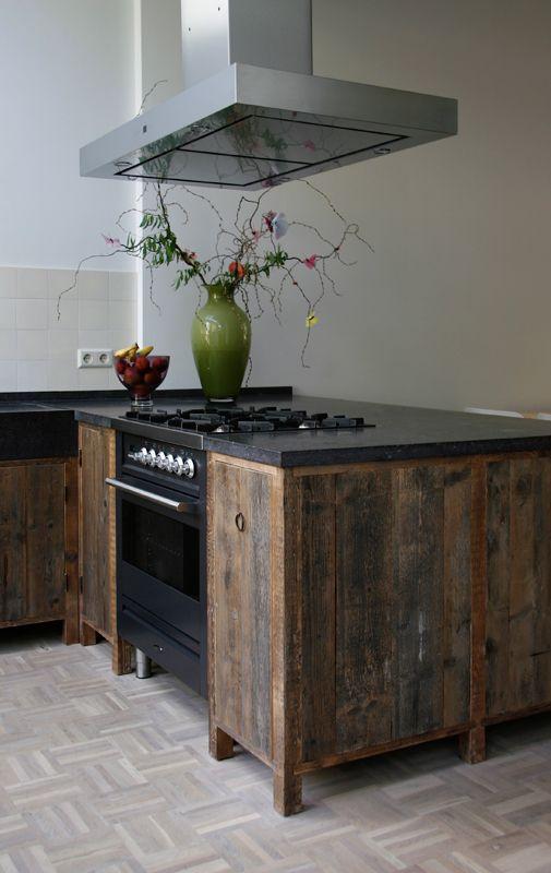 keukens op maat van oud hout en natuursteen Oude