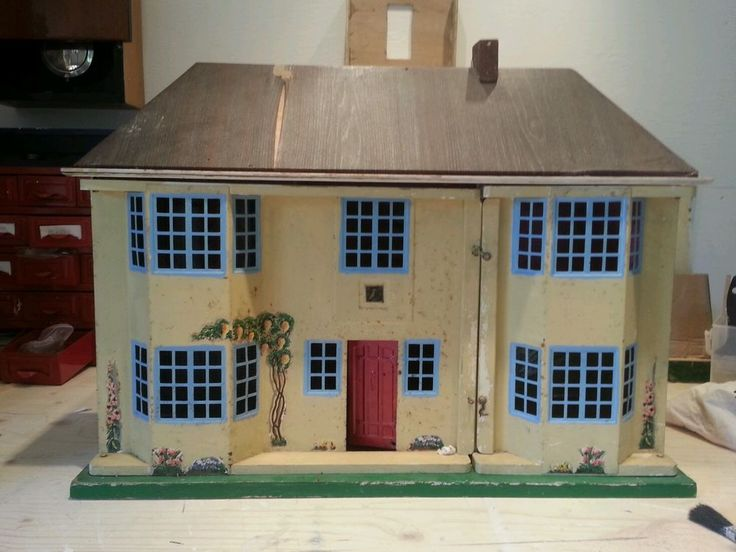Vintage Tri-ang large wooden dolls house with metal front