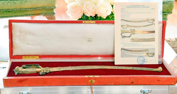 Will the ancient sword go back to its rightful place?, The ancient sword belonging to the Kandyan era presented by the Russian President Vladimir Putin to his Sri Lankan counterpart President Maithripala Sirisena will be handed over to the National Museum, sources said.
