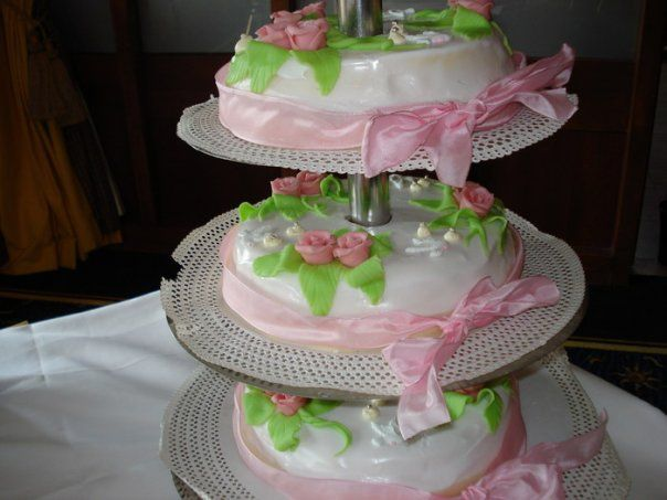 wedding cake white/pink rozes