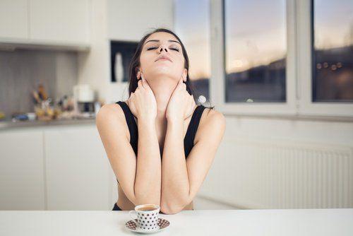 exercícios-faciais-pescoço