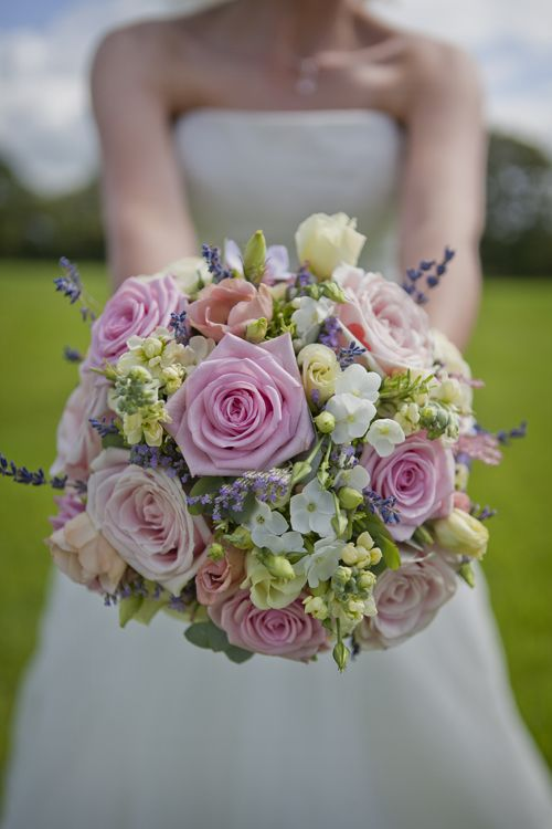 pretty pink wedding bouquet - Check out navarragardens.com for info on a beautiful Oregon wedding destination!