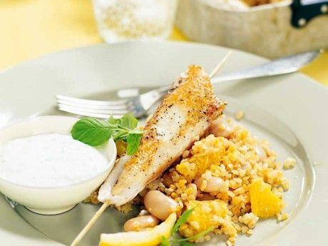 Apelsinbulgur med kycklingspett och myntayoghurt