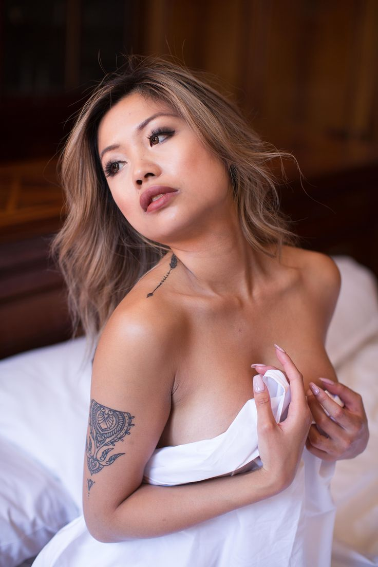 Boudoir Shoot in Sydney Boutique Hotel - natural light, sensual, nude, tattoo