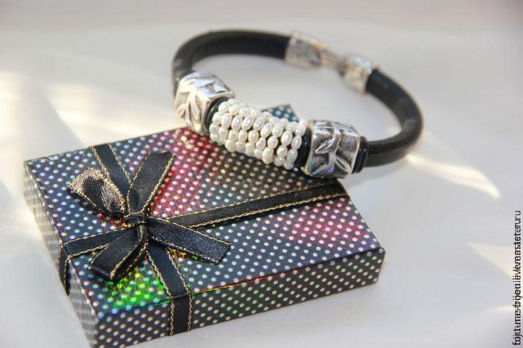 Купить Жемчужный - черный, белый, жемчуг натуральный, браслет из кожи, регализ браслет, regaliz испания