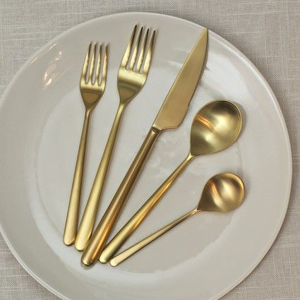 gold flatwaresOro Flatware, Decor Ideas, Ice Oro, Silver Spoons, Gold Accent, Gold Flatware, Gold Cutlery, Linea Ice, Stainless Steel