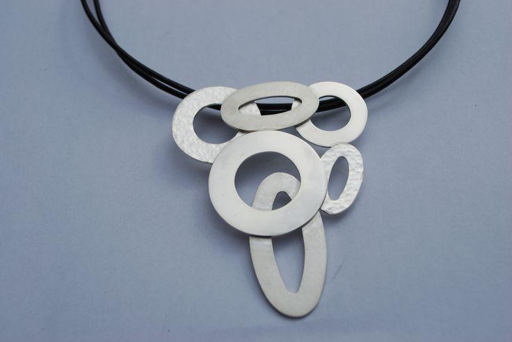 zilveren collier van ringen en ovalen