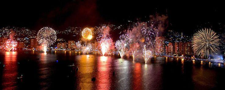 Gran gala de pirotecnia de Año Nuevo en el Triángulo del Sol. Para recibir el 2016, Acapulco, Taxco e Ixtapa-Zihuatanejo se preparan para sorprender a todos sus visitantes con un espectacular show de fuegos artificiales. ¿Estás dispuesto a perdértelo?