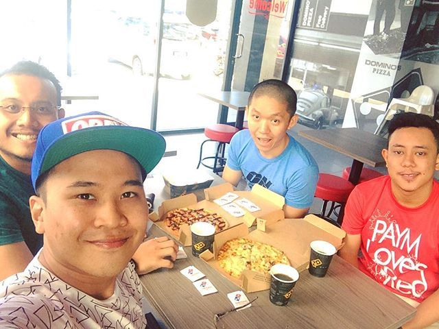 Second day Slide The City!!! But first makan dulu. Org belanja kita makan aje. Macehhh 😋😋😋😋 #dominospizza #newoutlet #DataranLarkin3 #instapic #instaboy #grofie #instagram #photogram #potd #foodporn #photogrid #eat&enjoy #smile #enjoylife  Yummery - best recipes. Follow Us! #foodporn