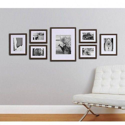 Fotolijsten aan de muur