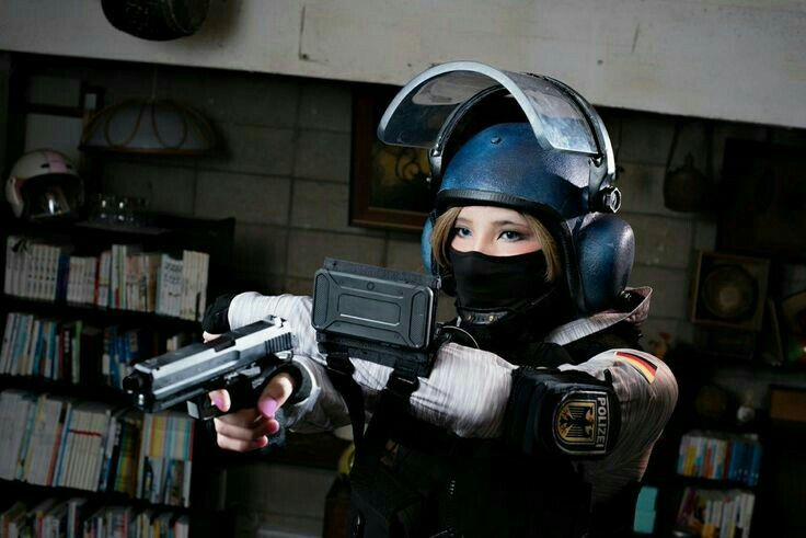 Pin By Man Go On R6 Siege With Images Amazing Cosplay Iq