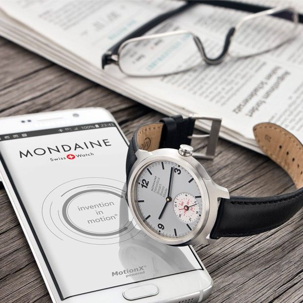 The Mondaine Helvetica Smart 1957 features a sub-dial at 6 o clock which provides an analogue readout of the sleep and exercise data collected by the activity tracking software, MotionX.