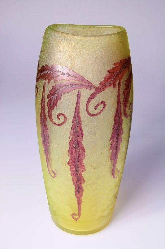 Legras & Cie., St. Denis/ Paris - Vase, 1920er Jahre. Glas, Dekor geätzt und bemalt. Zustand A. H. 32,3 cm. Bez.: Legras