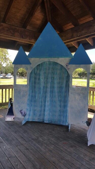 FROZEN photo booth made by Cre8ive Designs on Etsy