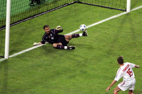 Liverpool's Polish goalkeeper Jerzy Dudek blocks a shot by AC Milan's Danish forward Jon Dahl Tomasson during the UEFA Champions league football...