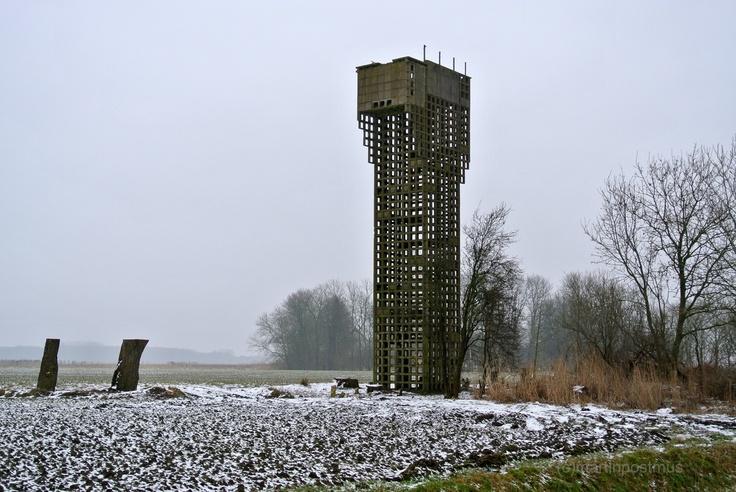 De BB uitkijktoren bij Warfhuizen was bedoeld om naderende Russiche vliegtuigen tijdig te spotten. Het is een mooi moment uit de koude oorlog.
