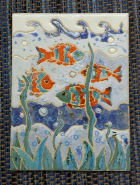 Peces .azulejo ,esmaltes y oxidos.