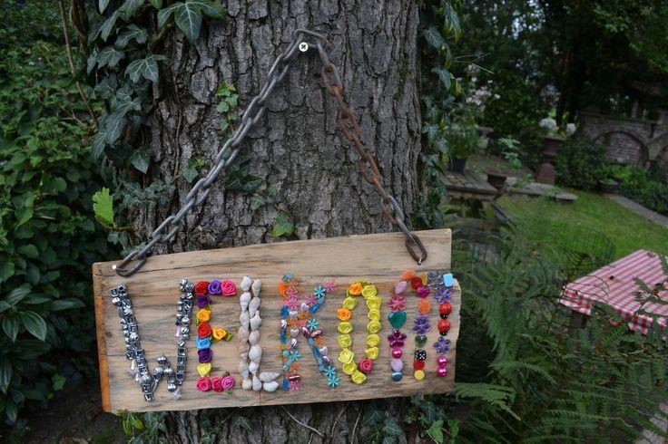 garden sign made with beads / tuinbord gemaakt van kralen by Linda van Deursen