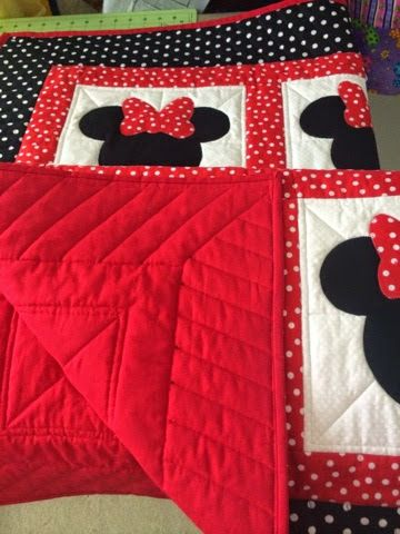 Shelleys Blog Spot!: Minnie Mouse Quilt